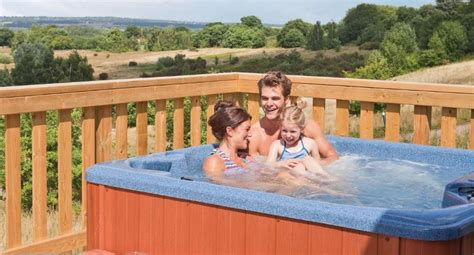 Uk Breaks With Tub hoseasons late offers save 72 uk family
