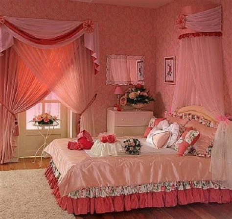 How to Decorate a Bedroom for Romantic First Wedding Night