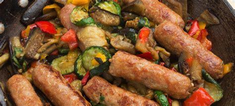 cucinare salsiccia e patate in padella ricetta salsiccia in padella con verdure cucinarecarne it