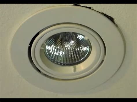 DIY How to change a 12V down light halogen globe twist