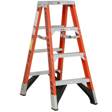 werner 4 ft fiberglass step ladder with 375 lb load