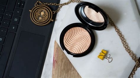 Make Up For Pro Light Fusion Highlighter Gold make up for pro light fusion highlighter in golden macarons and mischief