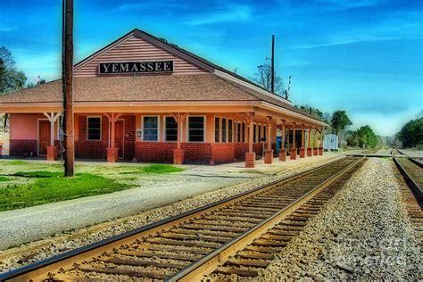 Duvet Green Yemassee Train Station Photograph By Skip Willits