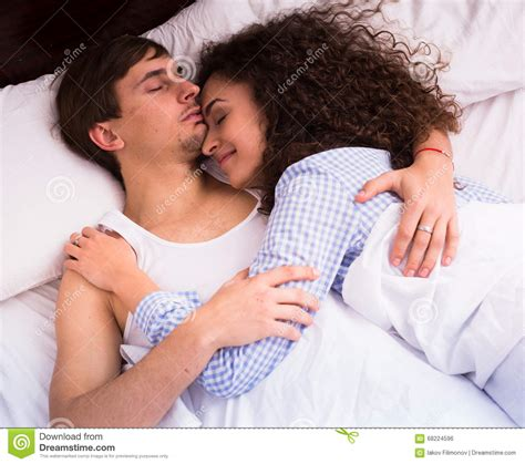 wake up everybody no more sleeping in bed how to cuddle with a guy in bed 28 images couple via