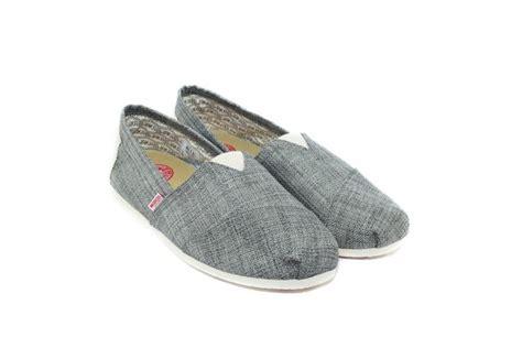 Sepatu Wakai Di Jepang satu harapan wakai sepasang sepatu untuk satu pohon