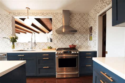 navy blue and gold kitchen 29 種創意令人眼睛為之一亮的廚房色彩創意 設計家 searchome