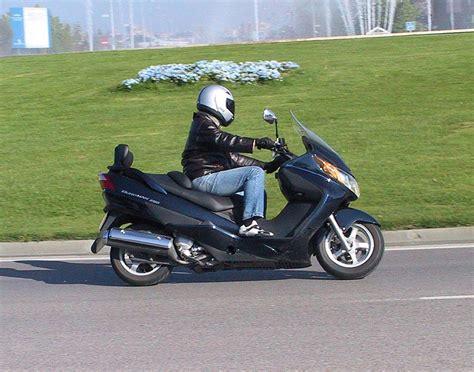 Suzuki Burgman 250 Review Suzuki Burgman 250 Photos And Comments Www Picautos