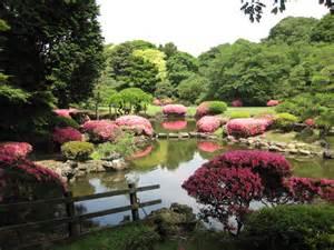 escapade to the 3 gardens of shinjuku gyoen national park