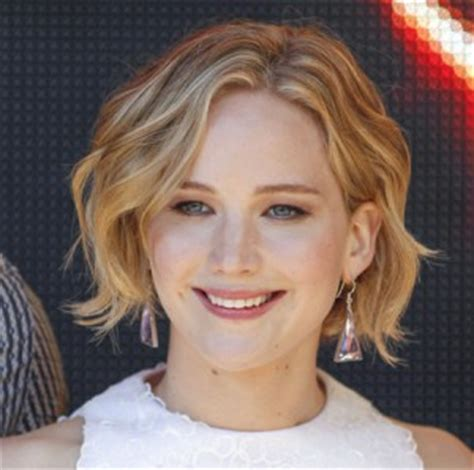 Copy Jennifer Lawrence's Wavy Bob Haircut For Your Face