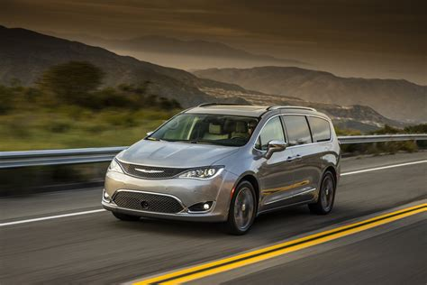 chrysler electric report electric chrysler pacifica to debut at 2017 ces