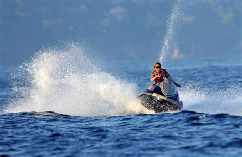 jayz waterscooter beyonce knowles in beyonce rides a jet ski zimbio