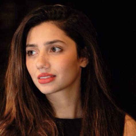 Pakistani actress Mahira Khan to act opposite Shah Rukh