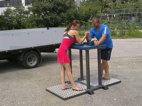 tavolo braccio di ferro giochi sportivi trentino gonfiabili noleggio e vendita
