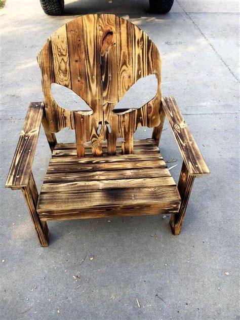 Pallet Adirondack Skull Chair & Painted Flag   DIY