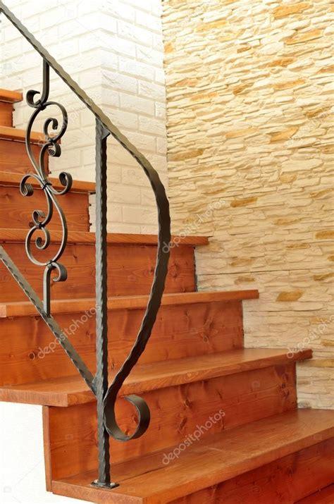 ringhiera in legno per interni interni in legno scala con ringhiera in ferro battuto