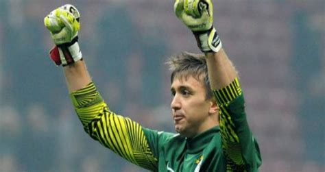 Galatasaray Mba by Galatasaray De Muslera No Quiere Perder Pisada