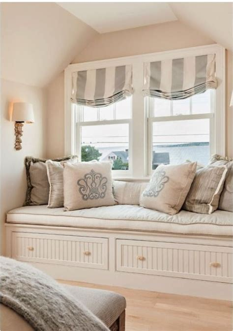 bedroom window seat 1000 ideas about bamboo roman shades on pinterest roman