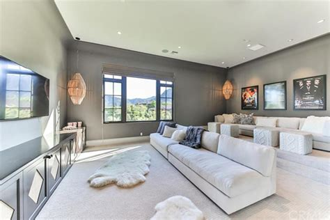 britney spears photos inside celebrity homes ny britney spears is selling her thousand oaks home