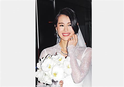 hong kong actress wedding hong kong actress myolie wu ties the knot in traditional