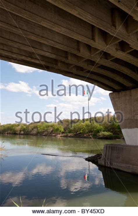bridge  rio grande border crossing  hidalgo texas  stock photo  alamy