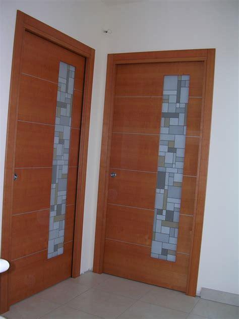 porte in vetro e legno porta scorrevole vetro e legno con inserti in alluminio
