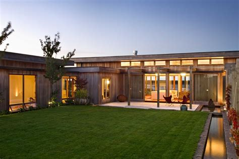 courtyard home delightful modern home in nelson new zealand
