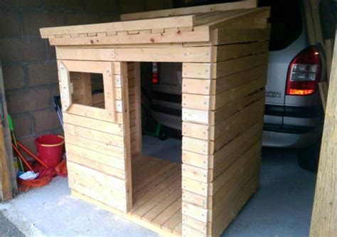Playhouse Doors And Windows Decor Diy Small Pallet Playhouse For