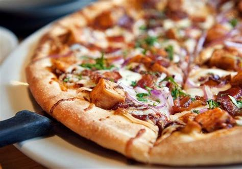 California Pizza Kitchen by California Pizza Kitchen Honors Servicemen And With