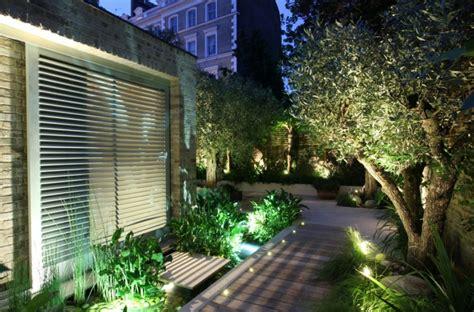 beleuchtung pflanzen moderne solar garten beleuchtung energiesparend effektiv