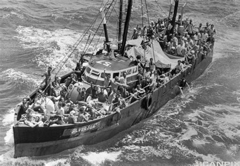 cuban refugee boat sailing for america the mariel - Refugee Boat History