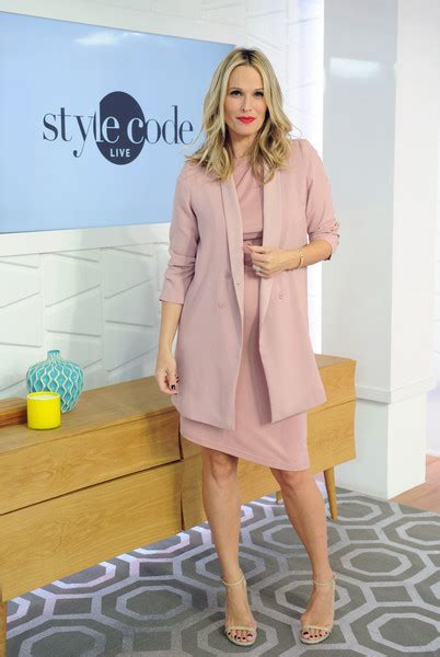 New York Chic Molly Sims Shows How In Sleek Grey Peeptoes A Snuggly Cardigan Ruana With A Style Blouse Fashiontribes Fashion by Molly Sims Skirt Suit Skirt Suit Lookbook Stylebistro