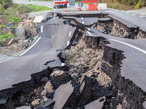 earthquake uk aftershocks rock new zealand after earthquake kills two