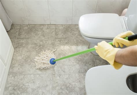 how to mop a bathroom floor ife film review jennifer lawrence shines in oscar