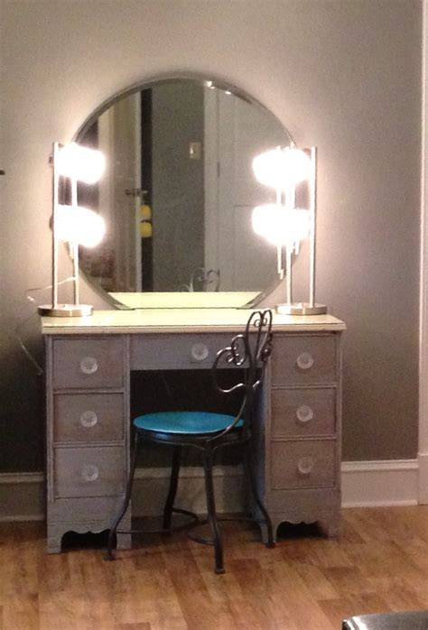 Diymakeupvanity Refinish Old Desk 2 Ls From Wal Mart Bathroom Makeup Lighting