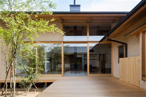 Japanese courtyard house makes the case for simplicity curbed