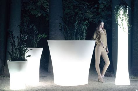 Light Planters by 8 Outdoor Lighting Ideas To Inspire Your Backyard Makeover Contemporist