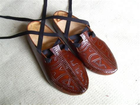 Handmade Leather Slippers - handmade leather temple slippers