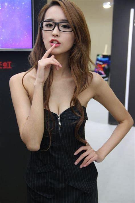 包臂裙美女热舞视频