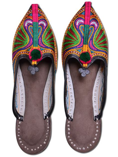 Handmade Leather Shoes India - 1000 images about colorful indian shoes on