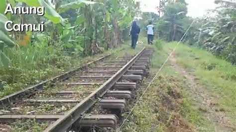 Kereta Api Education 1 menyusuri jalur rel bekas kereta api jaman dulu di purwokerto