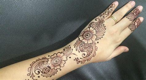 belletri henna belajar melukis henna by belletri henna bakat terpendam wanita melukis tangan dengan henna