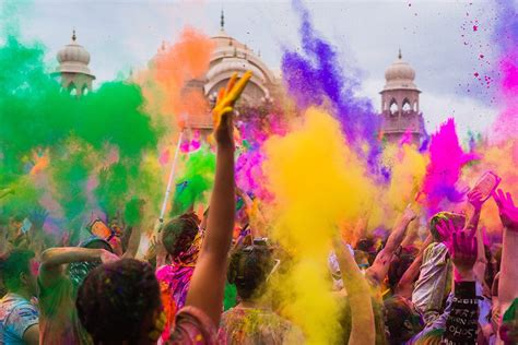 what is the holi festival