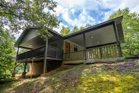 2 bedroom cabins in pigeon forge lakeview pigeon forge two bedroom secluded cabin rental