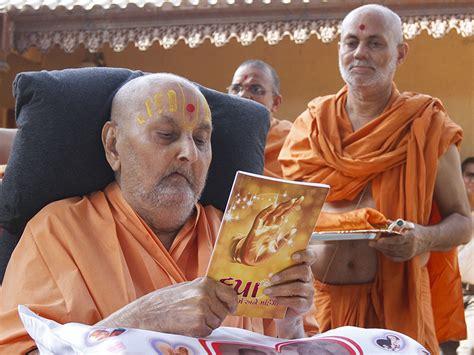 Ravishankar Maharaj Essay In Gujarati by 25 May 2014 Hh Pramukh Swami Maharaj S Vicharan Sarangpur India