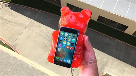 Cassette World Iphone 55c5s Cover can worlds largest gummy protect iphone 6 from 100 ft drop gizmoslip