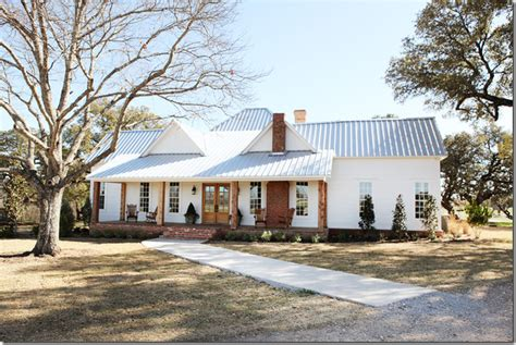 where is magnolia farms cote de texas fixer upper