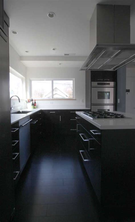Update Kitchen Cabinets by 5 Black And White Kitchen Remodel Trends