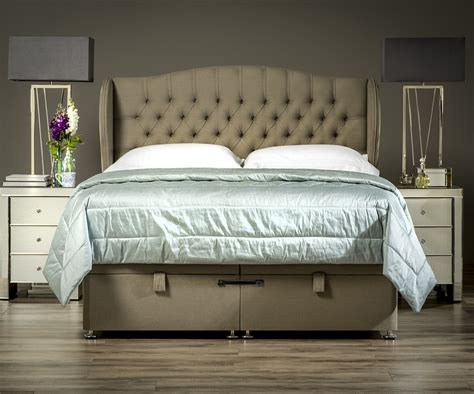 How To Make A Winged Headboard by Winged Chesterfield Headboard Upholstered Headboards Fr Sueno