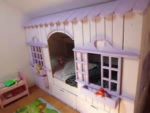 lit sous pente de toit stunning amenagement comble mur en