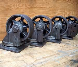 vintage industrielles roulettes en acier avec plaque de